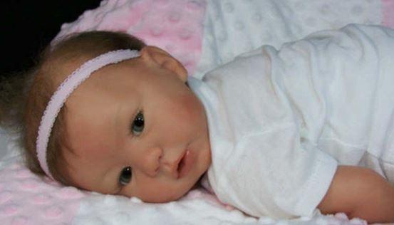 bebe reborn de silicona niña