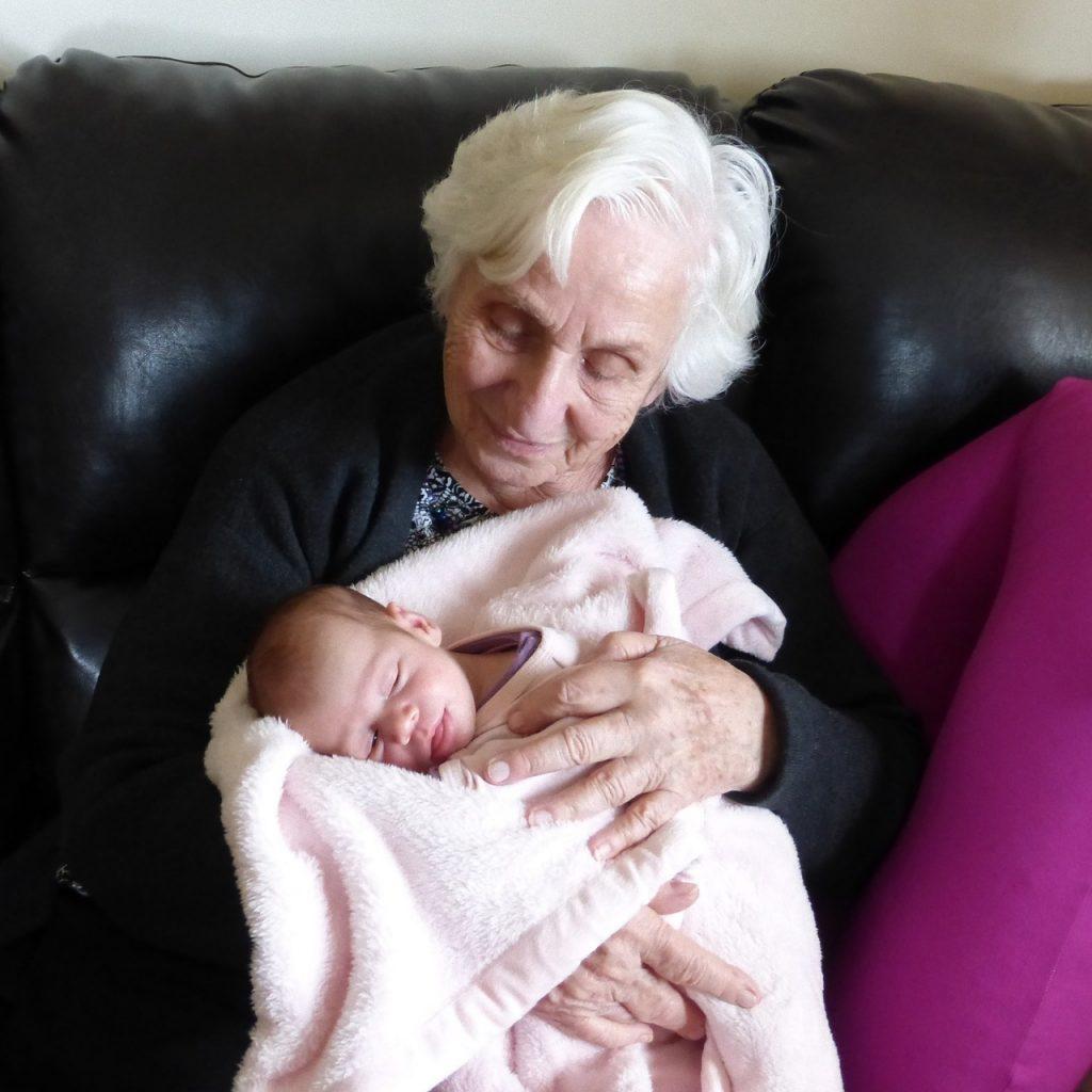 abrazar bebe reborn terapia